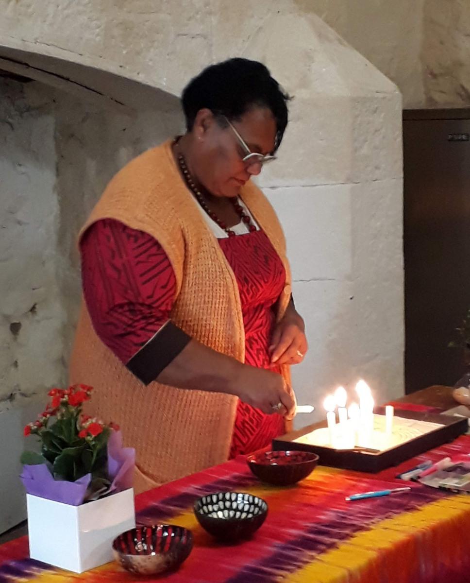 Adi-Tuidama-lighting-candle